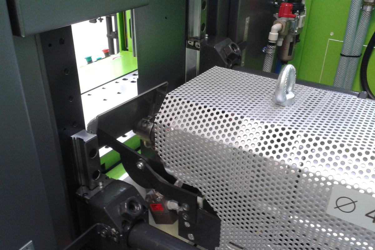 ▷ Vertical injection moulding machine | ENGEL insert